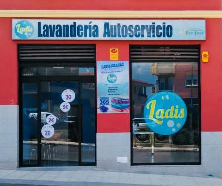 LAVANDERIA AUTOSERVICIO LADIS